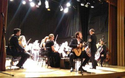 L'auditori de Ondara va acollir el dissabte l'espectacular concert D'Aranjuez de L'OMA amb Miquel Pérez a la guitarra